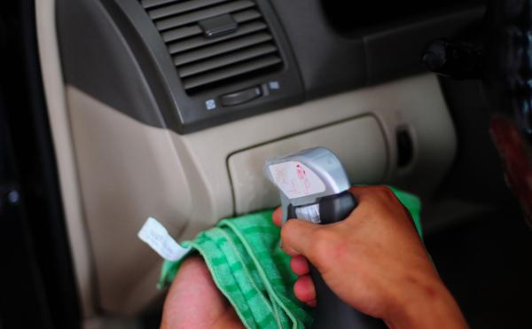 Vệ sinh nội thất xe ô tô & Quy trình thực hiện