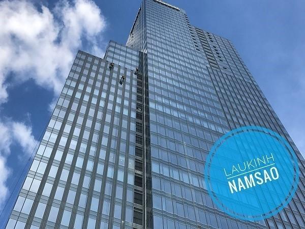 Cách lau kính nhà cao tầng an toàn hiệu quả