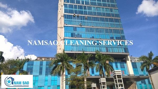 Dịch vụ lau kính nhà cao tầng chuẩn quốc tế