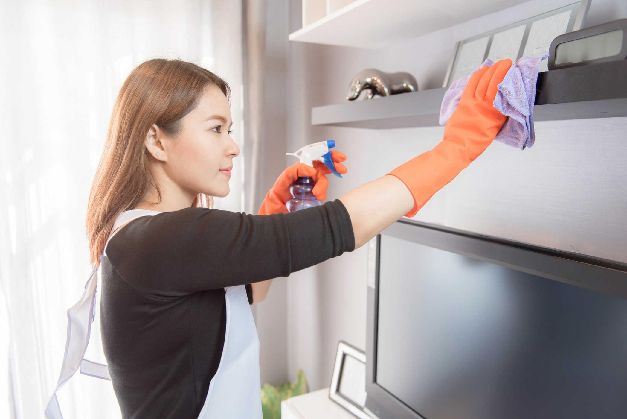 Dọn dẹp những nơi khó tiếp cận trong nhà của bạn