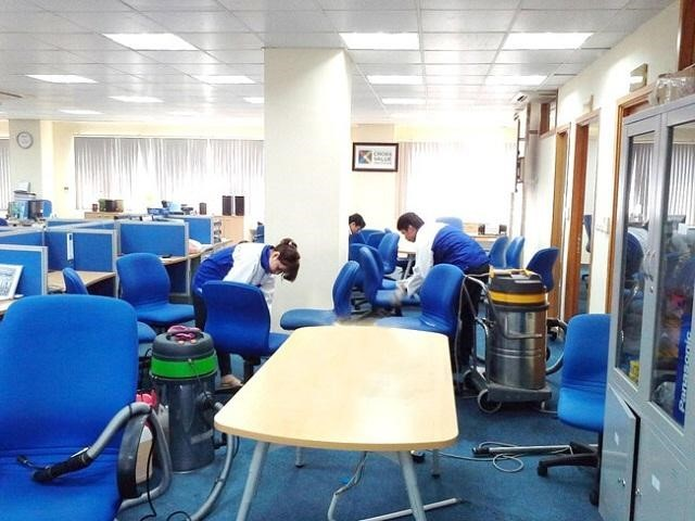 Quy trình giặt ghế văn phòng
