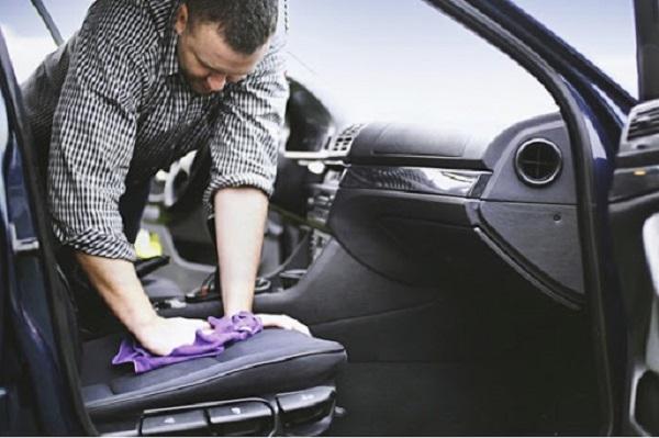 Sử dụng dịch vụ vệ sinh nội thất xe ô tô là cần thiết hay không ?
