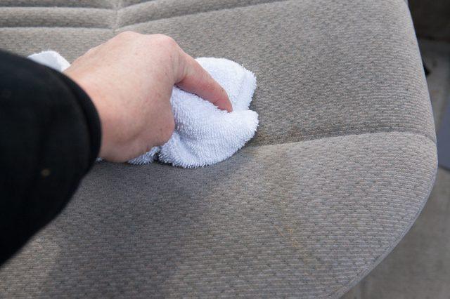 vệ sinh sofa vải như thế nào là đúng cách